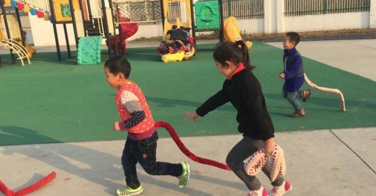 亲子游戏活动有哪些,互动性强的亲子游戏揪尾巴的规则