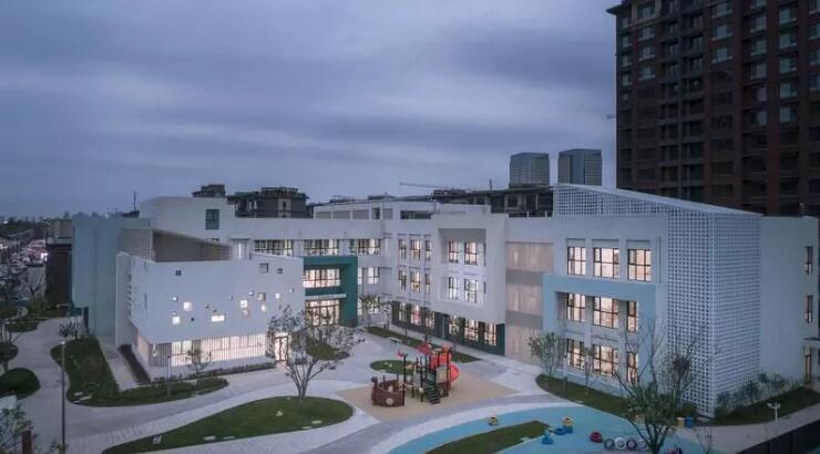 银川方角石双语幼儿园,新的幼儿园设计,天然泥土色美!